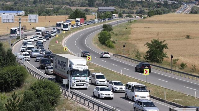 İstanbula dönüşte yoğunluk sürüyor