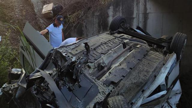 Samsunda kamyonet su kanalına devrildi: 3 ölü, 2 yaralı