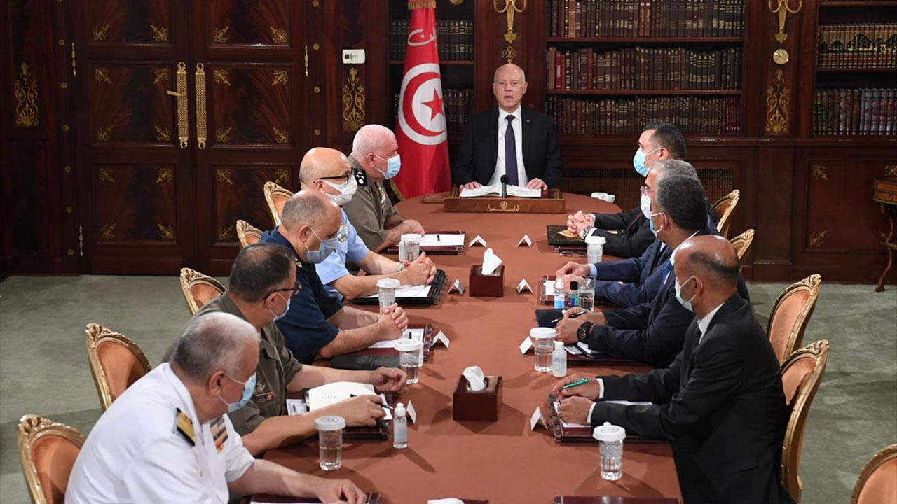 Tunus'ta darbe: Başbakan görevden alındı