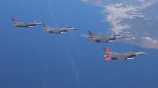 Türk Yıldızları'ndan KKTC semalarında uçuş