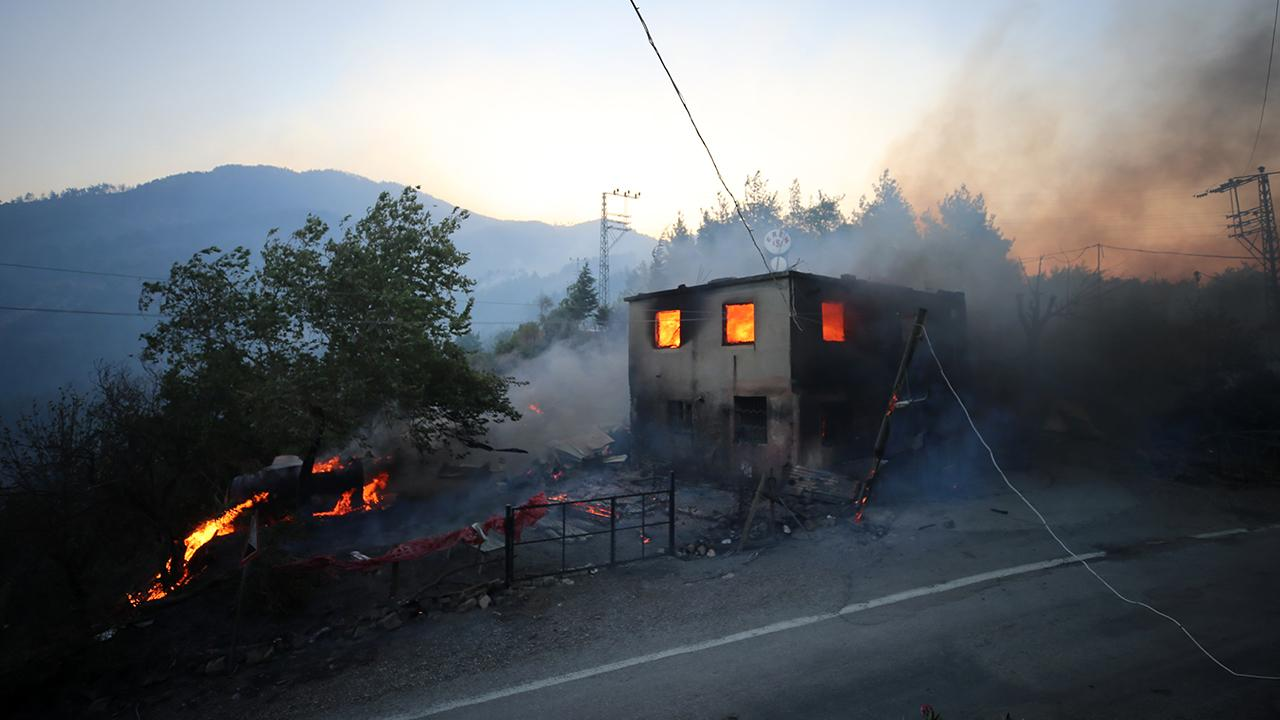 İHA'lar Kozan yangınını görüntüledi