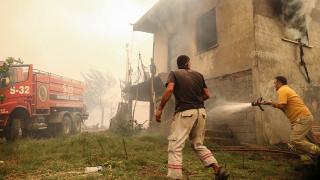 Manavgat kontrol altında, Akseki yangını sürüyor