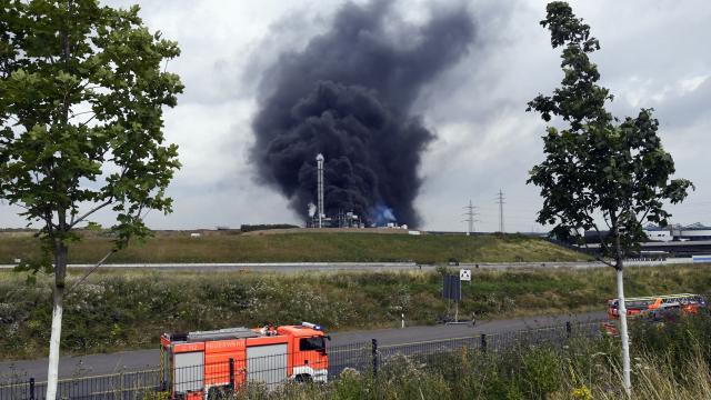 Almanyada kimya tesisinde patlama: Yüksek tehlike uyarısı