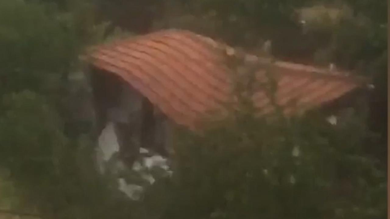 Amasya'da evin sele kapıldığı anlar kamerada