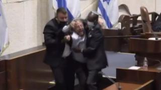 İsrail Meclisi'nde gerginlik: Aşırı sağcı vekil yaka paça kovuldu