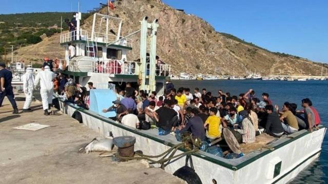 Çanakkalede 231 düzensiz göçmen ve 2 göçmen kaçakçısı yakalandı
