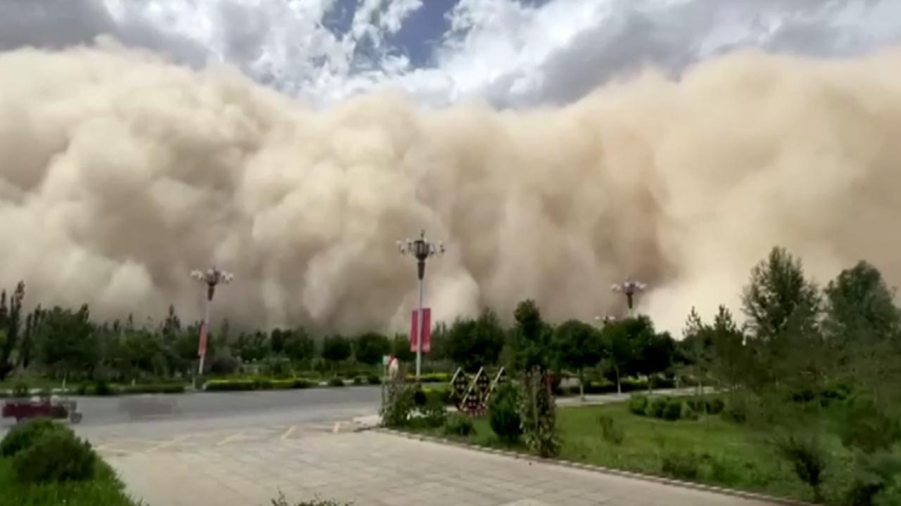 Çin'deki kum fırtınası böyle görüntülendi