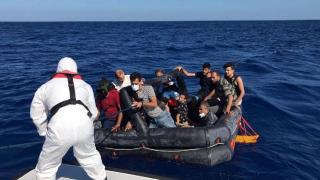 Marmaris açıklarında 14 düzensiz göçmen kurtarıldı