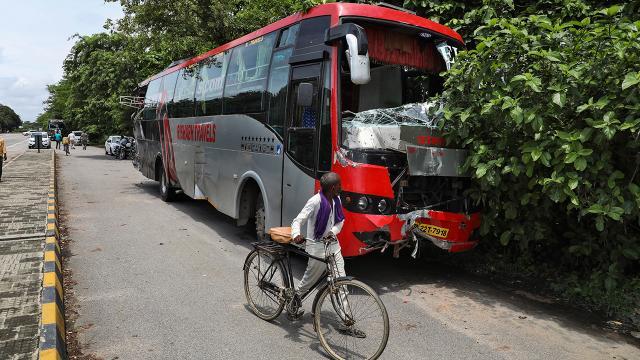 Hindistanda kamyon, otobüse çarptı: 18 ölü