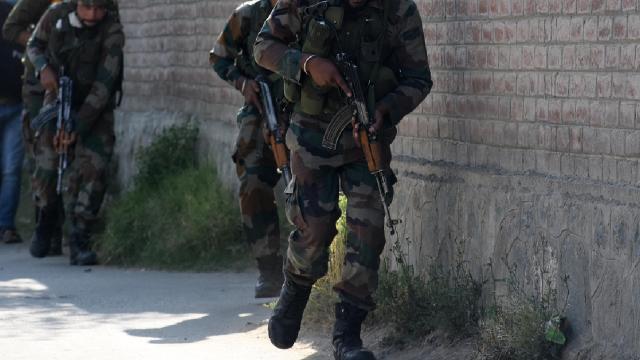 Cammu Keşmirde en az 500 kişi gözaltına alındı