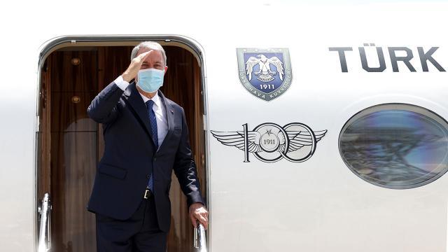 Bakan Akarın bulunduğu uçak acil iniş yaptı