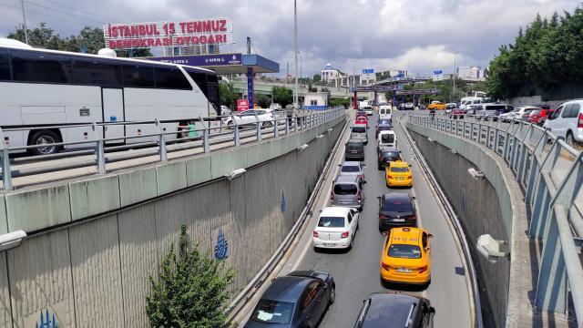 Bayram tatili sona erdi: İstanbulda trafik yoğunluğu arttı