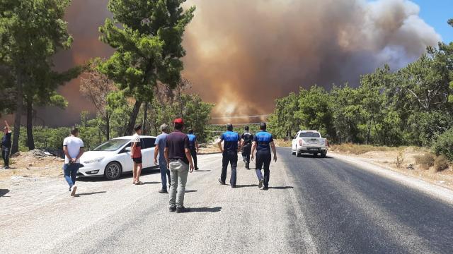 Türk Kızılay Manavgattaki yangın bölgesine doğru yola çıktı