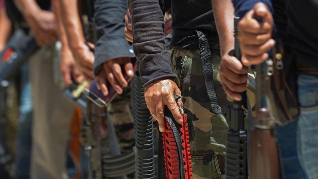 Meksikada evleri ateşe veren silahlı grup 21 kişiyi kaçırdı