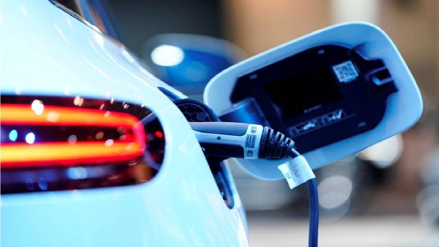 Mercedes tamamen elektrikli araç üretimine geçiyor
