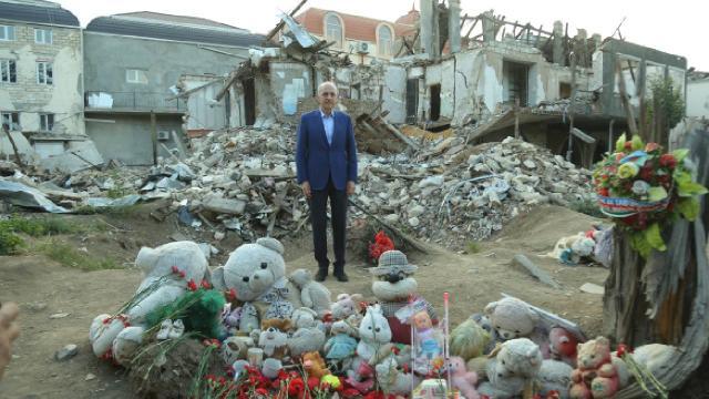 Numan Kurtulmuş, sivillerin hayatını kaybettiği Genceyi ziyaret etti