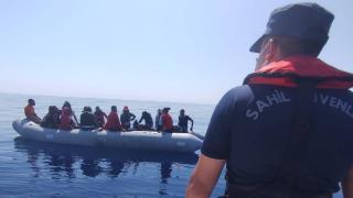 İzmir açıklarında 68 düzensiz göçmen kurtarıldı