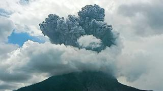 Endonezya'daki Sinabung Yanardağı faaliyete geçti