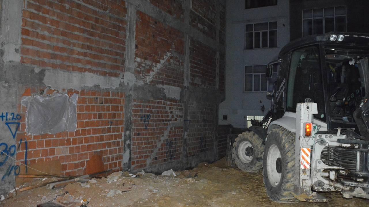 Sultangazi'de iki bina boşaltıldı