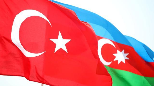 Azerbaycan Türkiyeye 53 itfaiye aracı gönderdi