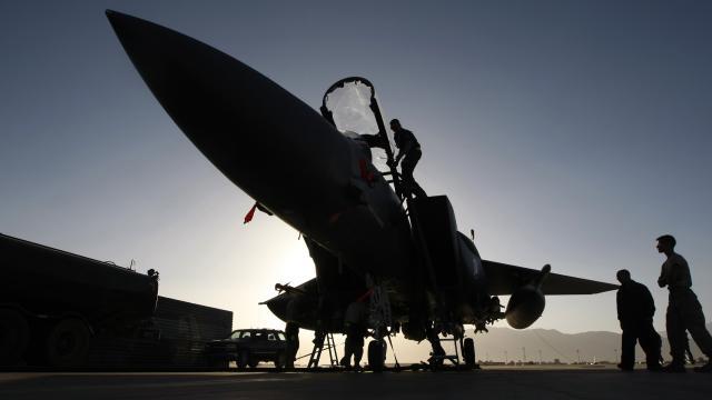 ABD uçakları Afganistanda Taliban mevzilerini vurdu