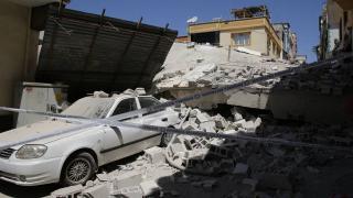 Gaziantep'te 5 katlı bina yıkıldı