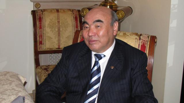 Kırgızistanın kurucu Cumhurbaşkanı Akayev, 16 yıl sonra ülkesine getirildi