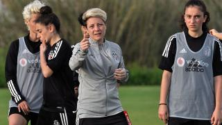 Beşiktaş Kadın Futbol Takımı Bahar Özgüvenç'le yollarını ayırdı