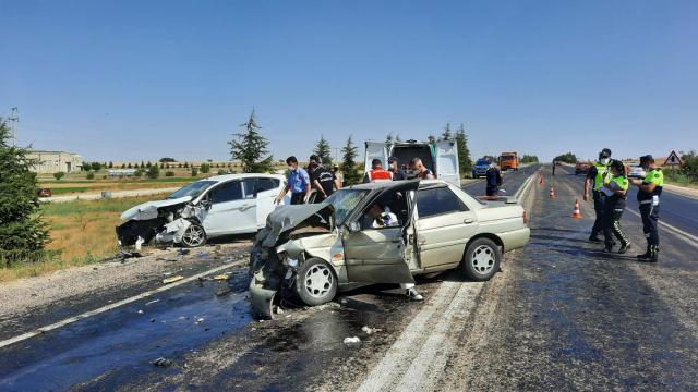 Eskişehirde 2 otomobil çarpıştı: 1 ölü