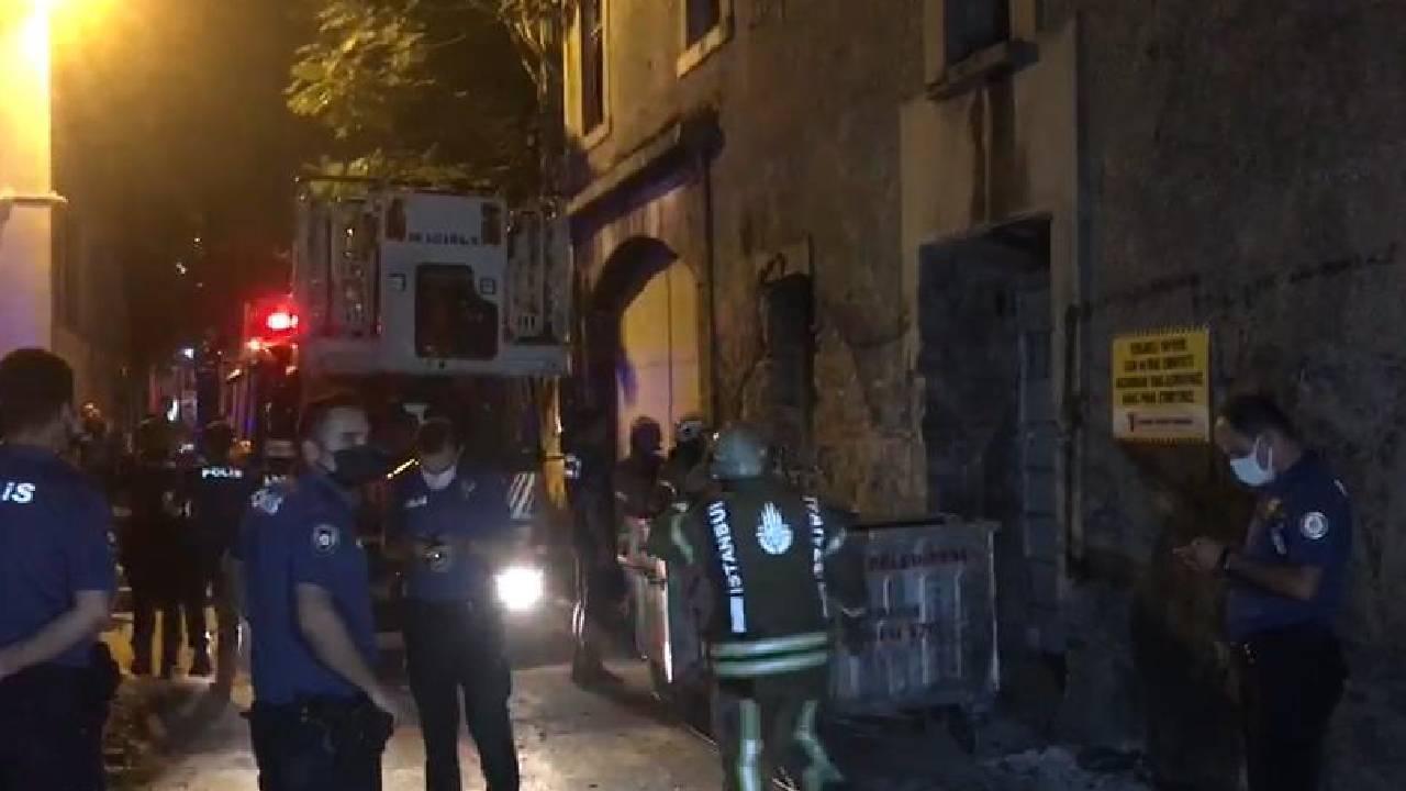 Fatih'te 3 katlı binanın bir kısmı çöktü