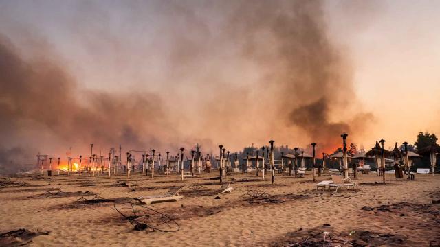 Sicilyada orman yangınları ikinci gününde devam ediyor