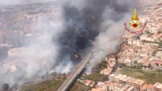 İtalya'da tatilciler yangın nedeniyle tahliye edildi