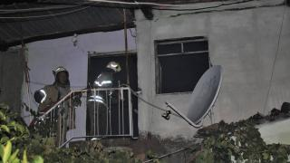 İzmir'de yangın: 1 ev kullanılamaz hale geldi