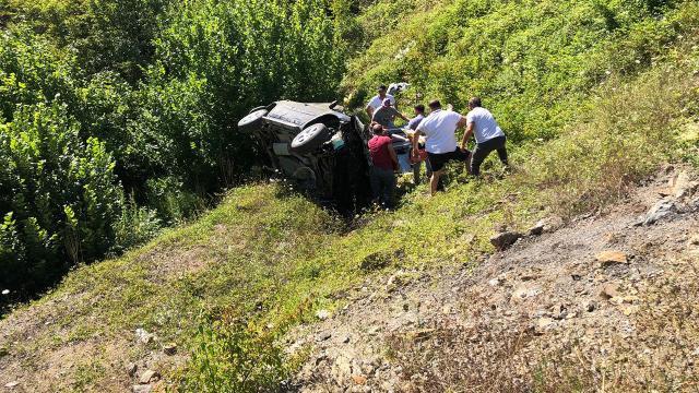 Samsunda otomobil tarlaya devrildi: 2 ölü