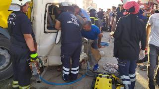 Gaziantep'te tır ile tarım işçilerini taşıyan minibüs çarpıştı: 3 ölü, 16 yaralı