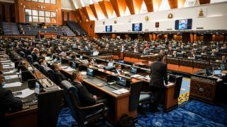 Malezya'da iktidar ortağı parti UMNO, hükümete desteğini çekti