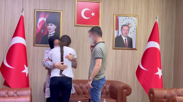 PKKdan kaçarak teslim olan 2 terörist aileleriyle buluşturuldu