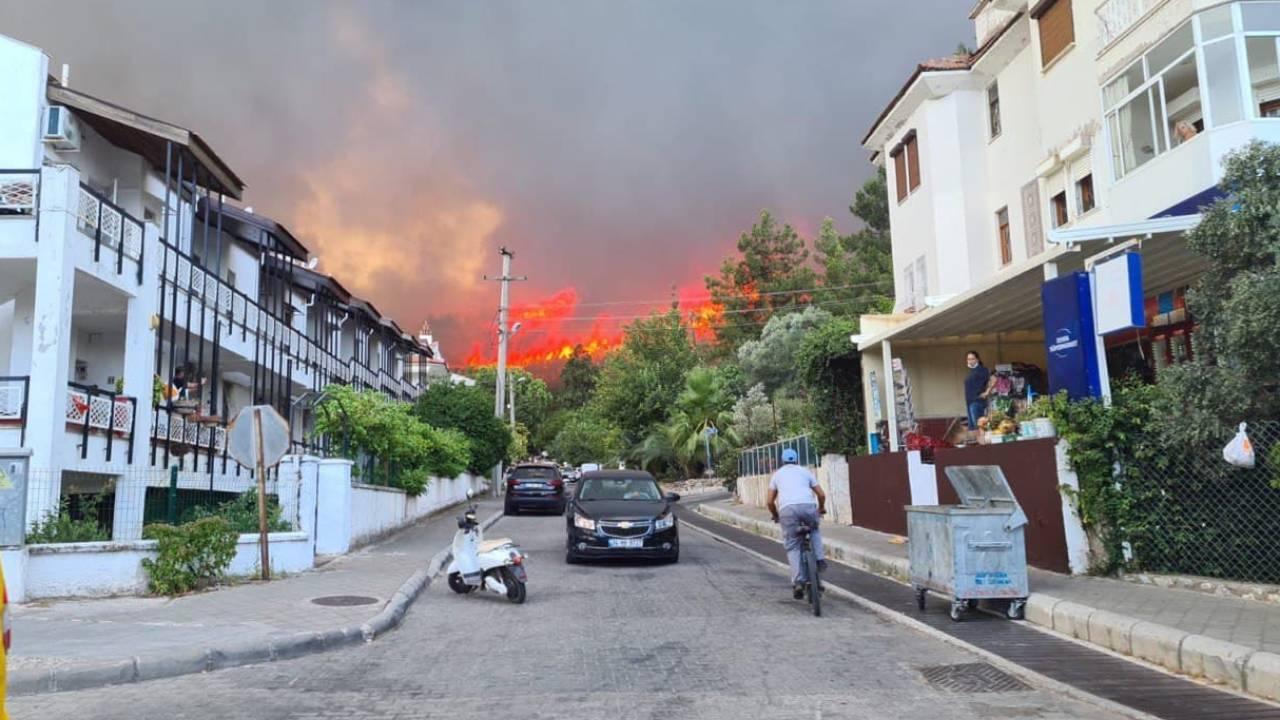 Marmaris'teki yangına müdahale sürüyor