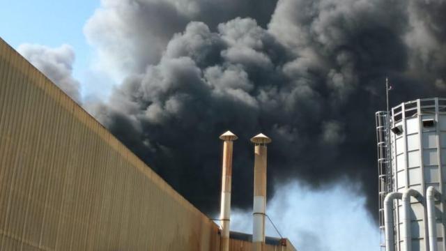 Mersinde çivi fabrikasında yangın