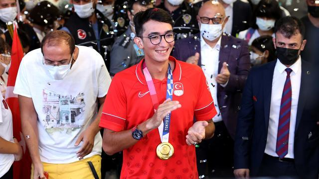 Olimpiyat şampiyonu Mete Gazoz Türkiyede