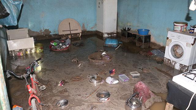 Ağrıda sel: Ev, ahır ve tarım arazileri sular altında kaldı