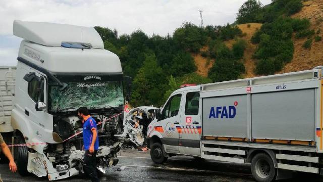 Bitliste tır ile kamyonet çarpıştı: 2 ölü, 3 yaralı