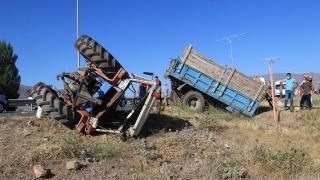 Erzincan'da işçi taşıyan traktör tırla çarpıştı