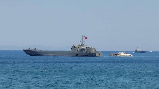 Vatandaşların tahliyesi için Marmarise iki çıkarma gemisi gönderildi