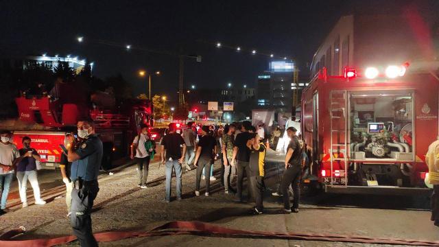 İstanbulda restoran yangını: 11 kişi dumandan etkilendi