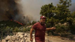 Manavgat'ta yangın söndürme çalışmaları aralıksız sürüyor