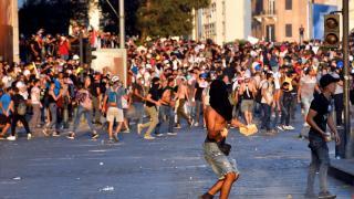 Beyrut'taki patlamanın birinci yılında göstericilere müdahale edildi