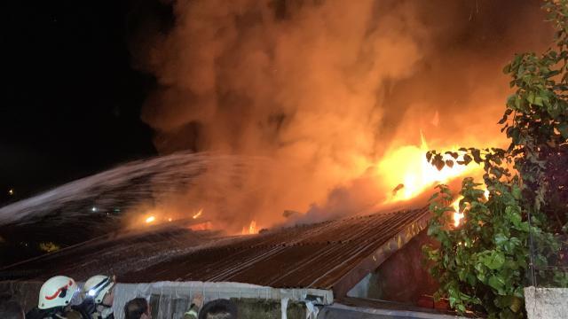İstanbulda cam atölyesi yangını