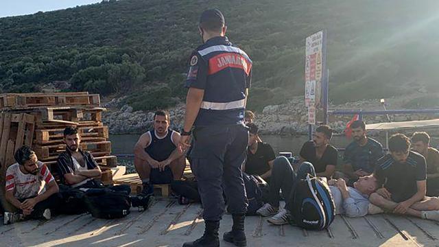 İzmirde 19 düzensiz göçmen yakalandı