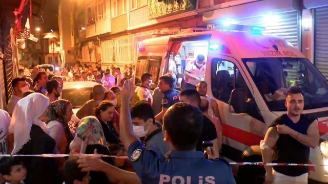 Fatihte yangın: Mahsur kalanlar kurtarıldı